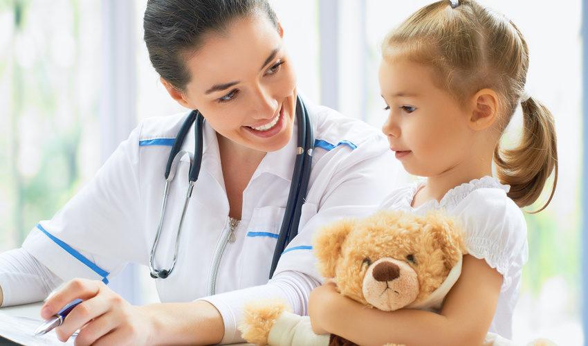Docteure avec enfant